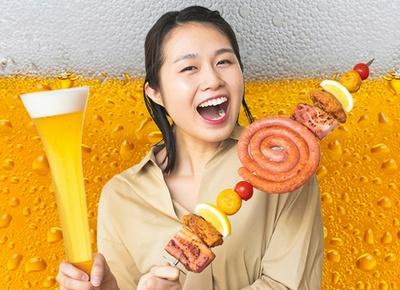 高さ約45cmのグラスに入った「ハーフヤードビール」に長さ約50mの「メガ串」も!巨大メニューも楽しめる「ビール祭」