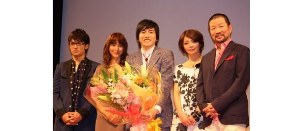左から、高岡蒼甫、鈴木杏樹、村上純、田畑智子、木村祐一監督