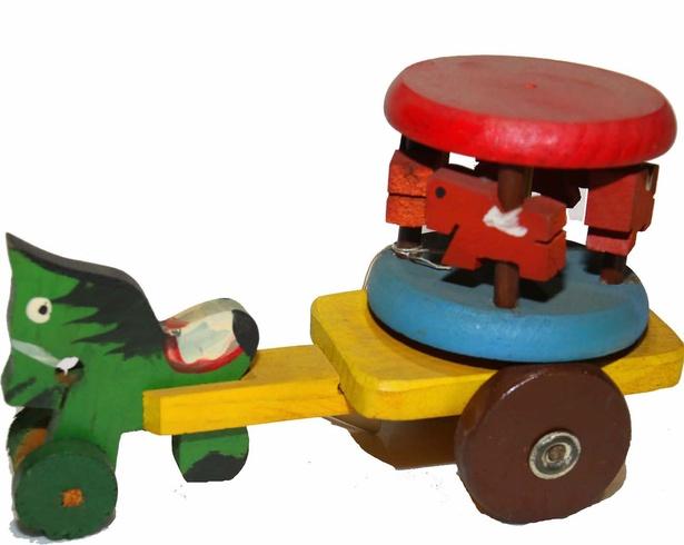 【写真を見る】体験コーナーでは実際におもちゃを手にとって遊ぶことができる