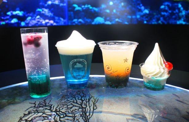 左から「カクテルHaNaBi」(700円)、「フレーバーキリン一番搾りフローズン(生)」(700円)、「シーズンスカッシュ(ノンアルコール)」(500円)、「クレミアサンデー」(600円)