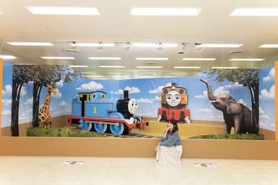展示は、『映画 きかんしゃトーマス GO!GO! 地球まるごとアドベンチャー』の舞台の一つ、アフリカからスタート