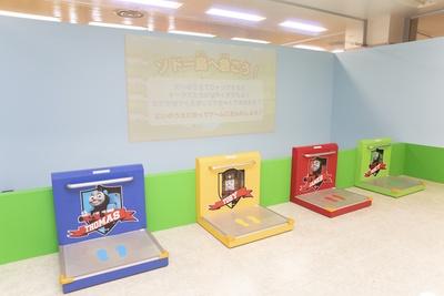 「ソドー島へ急ごう!」では、台の上に乗るとゲームがスタート。台の上でジャンプをして機関車を走らせよう