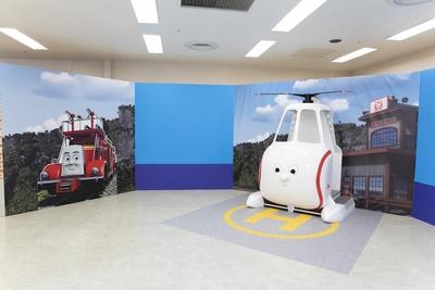 特殊消防車のフリンとヘリコプタのハロルド。操縦席に入ることが可能で、レバーを引くとプロペラの回る音がしたり、ボタンを押すとゲージが光ったりと変化が楽しめる