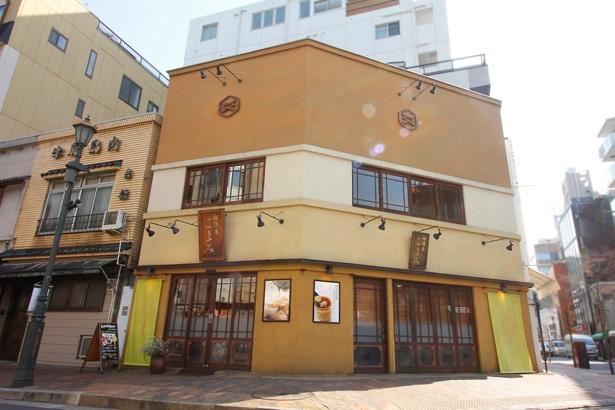 「広尾散歩通り」の愛称で親しまれている広尾商店街にある。「船橋屋」の創業200年を記念し、2005年にオープンした