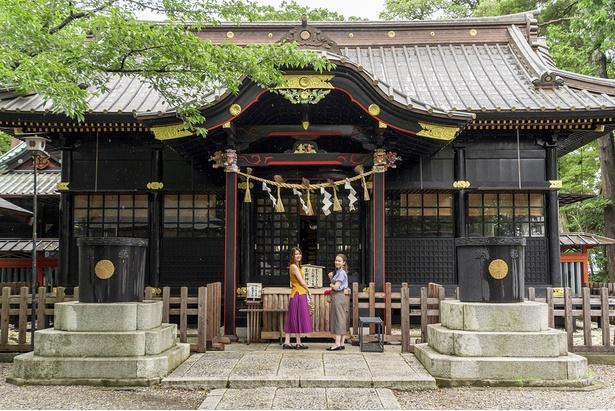1687年に造営された銅板葺きの本殿。正面にある高砂の彫刻は、日光東照宮の眠り猫などでも有名な左甚五郎の作といわれている