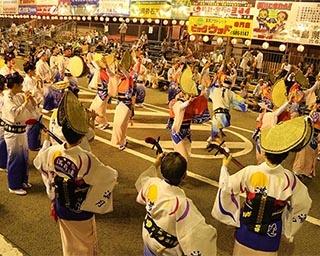 踊る人、見る人、双方が熱く盛り上がる「鳴門市阿波おどり」