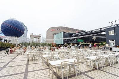 会場へは、東側のなんばダイニングメゾンからも入場可能。約410席と大バコながら週末は混雑必至なので早めの予約を/大阪タカシマヤ 屋上ビアガーデン