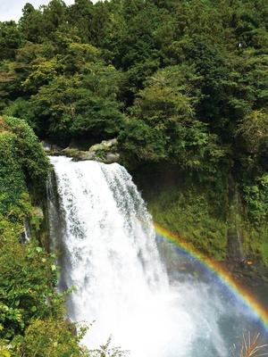落差25mの「音止の滝」も、注目の絶景ポイントだ! / 「白糸ノ滝」(静岡県富士宮市)