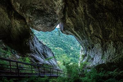 ハイキングコースとしても人気の峡谷 / 乳岩峡
