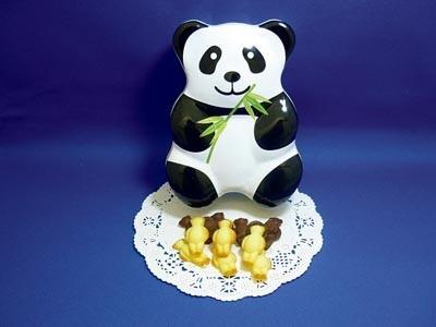 パンダ型の中身がかわいいパンダ缶ビスケット(650円/ミルク味・チョコ味各25g)