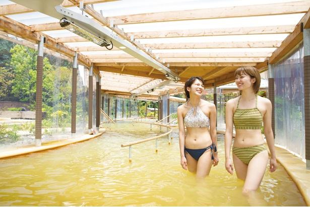 クアパーク長湯 / 目玉は片道40mの歩行浴。温泉の重炭酸イオンが血流を促進し、美肌効果も期待できる