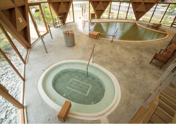 クアパーク長湯 / 露天風呂やジャグジー、寝湯、飲泉場などがある運動浴エリア