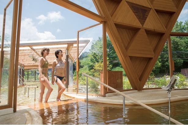 クアパーク長湯 / 大分県立美術館を手がけた有名建築家・坂 茂(ばん しげる)氏による斬新な建物