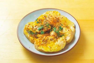 鶏ハム(600円)。トッピングでも人気で、しっとり食感の鶏肉にたっぷりのスパイスが刺激的/ssam_ya