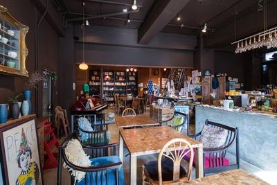 「家族が楽しめるスペース」がコンセプト。店内のインテリアを見て回るのも楽しい/「尼ケ坂サロン」