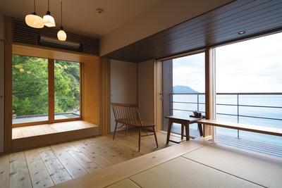 客室は全6室。無垢材をふんだんに用いたインテリアが心地いい。海に沈む夕日も楽しみ / 海香の宿 波華楼
