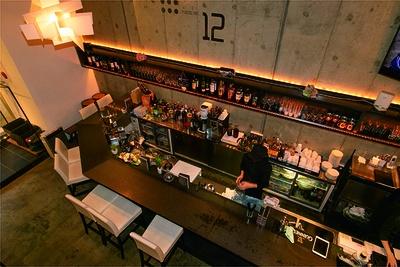 「12.cafe」はコンクリート 打ちっぱなしのモダンな空間