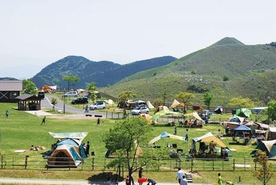 平尾台自然の郷 キャンプ場 / 標高400m。木陰などが少ないため、タープで日陰をつくるといい