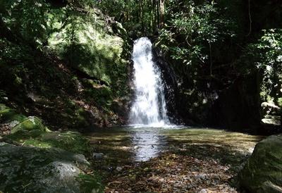 竜王峡キャンプ村 / 竜王の滝。滝つぼの水深が浅いため、子供でも安心