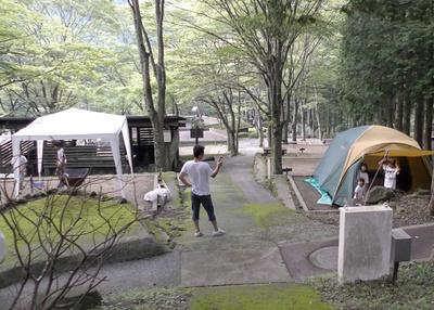 四季の山荘「求菩提」 / 山の斜面に整備された持込みテントサイト