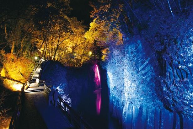 高千穂峡 / 昼間とは違った顔を見せる高千穂の夜の観光スポット。日中より写真映えしそう!