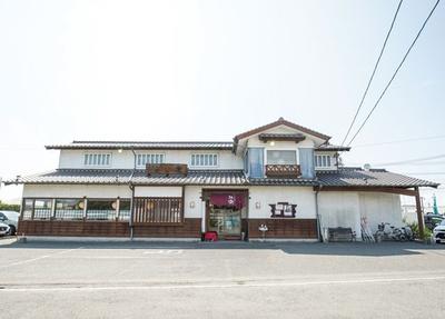 麺楽 / 九州自動車道八女ICから車で約2分。県道96号沿いにたたずむ