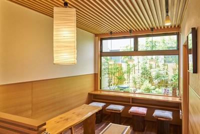 中島美香園 / イートインスペースも完備。抹茶スムージー(400円)や抹茶バナナスムージー(500円)などの注文も