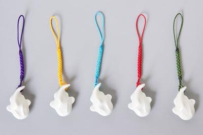豊玉姫神社 / 白磁なまず様根付(800円)。10円玉サイズのお守り。カラーは全部で5種類