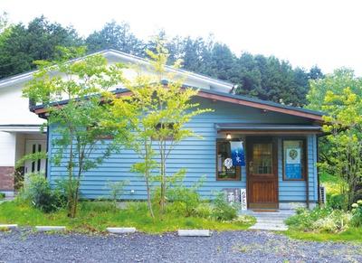 蕎麦カフェ KAZARU / 阿蘇外輪山・鞍岳を正面に望むカフェ