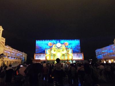 世界のフェスティバルを巡る新作プロジェクションマッピング「太陽・月 ラプソディア」