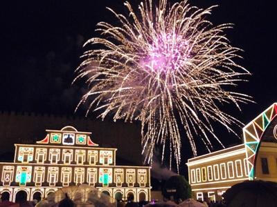ドラマチックな空間を演出する花火と音楽の競演「ムーンライトフィナーレ」