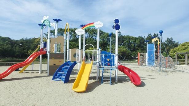 幼児連れなら、ちびっこ広場最寄りの第1駐車場の利用が便利 / 今津運動公園
