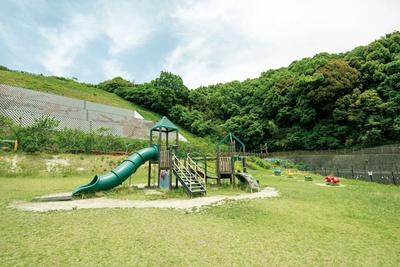 健康・フィットネス遊具が並ぶ「トリム・トレーナー広場」 / 太宰府梅林アスレチックスポーツ公園