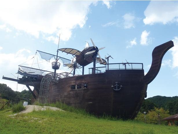 子供の心をくすぐる、海賊船型コンビネーション遊具が人気 / 筑紫野市総合公園