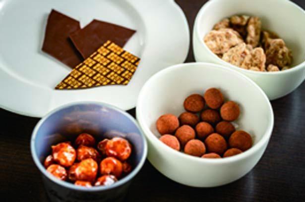 特製の板チョコや生チョコ、ナッツをトッピングし、食感の違いも堪能/BRUN BRUN