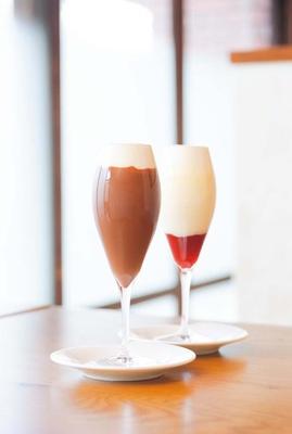 ホワイトルージュ(右、950円)、アイスショコラ(左、950円)/Madame Delluc 京都祇園店