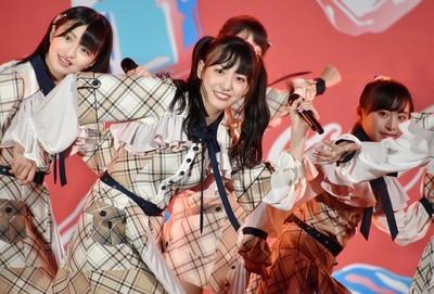 AKB48 チーム8「SUMMER STATION 音楽LIVE」下尾みうさん(山口県)、佐藤七海さん(岩手県)、坂口渚沙さん(北海道)