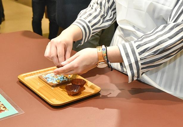 チョコレートのトッピングは約12種類の中から3つ選べる