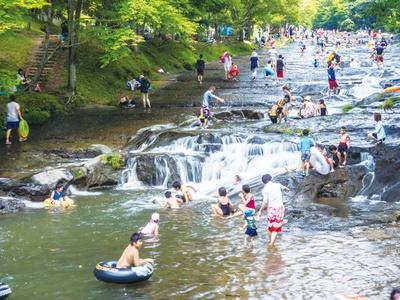 遊水峡 / かっぱ滝は滝壺近くまで寄れる。水しぶきが涼しい!