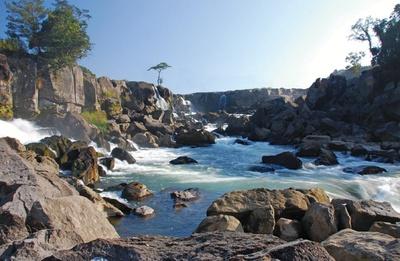 曽木の滝 / アクセス至便な場所にあり、コイや黒豚の料理も名物