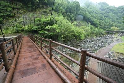 白滝鍾乳洞 / しっかりとした橋ながらゆらゆら揺れがあるのはつり橋ならでは