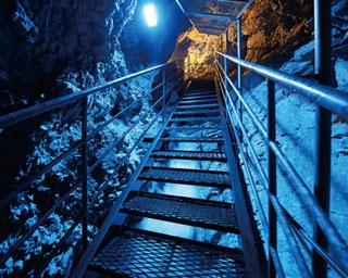 ひんやり鍾乳洞で地底の冷気を体感!熊本・五木村のドライブスポット