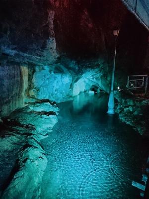 球泉洞 / 地下水湧き出る豪華な滝が!