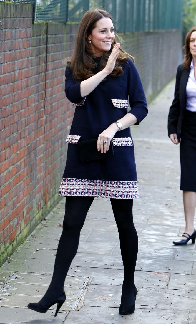 シャーロット王女がお腹にいた時にはウエストを絞らないシフトドレスで登場