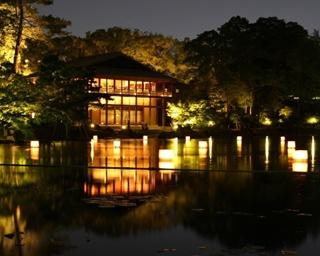 ライトアップされた「徳川園」(名古屋市東区)では、さまざまなイベントが開催される! /「夜に憩う 徳川園夕涼み」