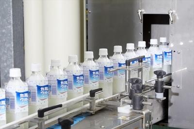 群馬工場ではカルピスウォーターなどの飲料が製造されている