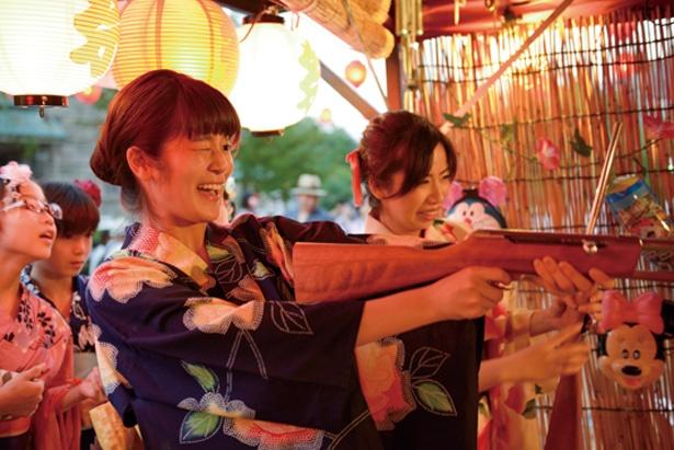 浴衣の人は入村料が500円に!呉服屋周辺の明治おまつり広場で、射的などに挑戦/「博物館 明治村」