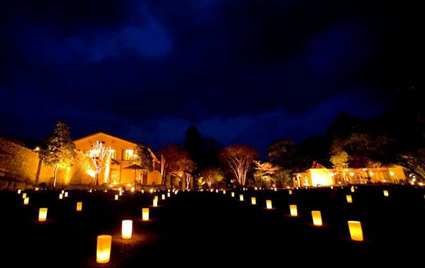 奈良公園内になら燈花会の開催に連動した、限定バーが登場する