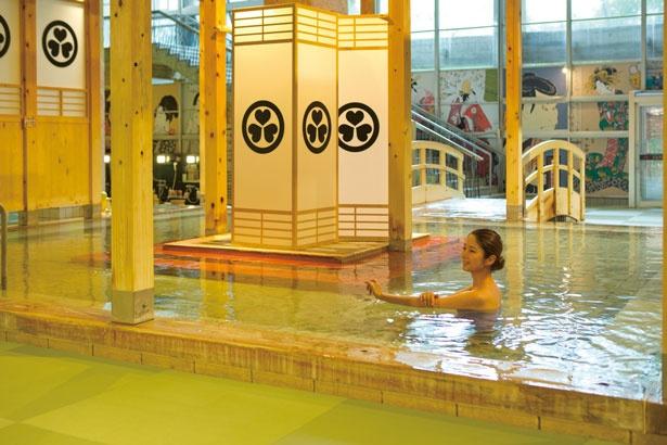 6月のリニューアルにより、浴場が全面畳張りに。湯上がりも寝転べるほどの心地よさが魅力/箕面温泉スパガーデン