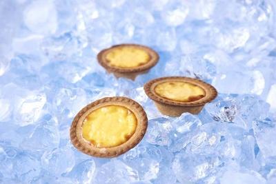 凍らせて食べる新感覚のスイーツ「冷やしプリンチーズタルト」(300円)  / ベイク チーズタルト